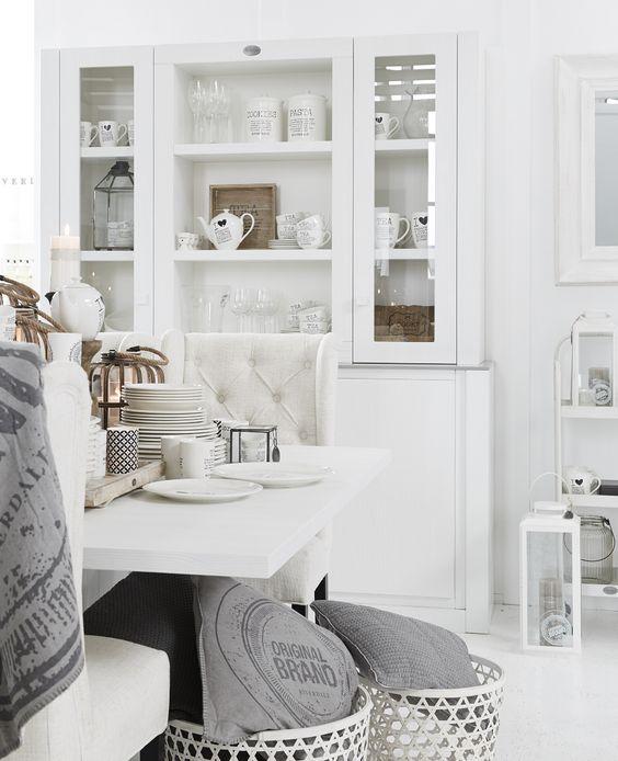 Witte buffetkast en accessoires van riverdale bohemian for Accessoires decoration maison quebec