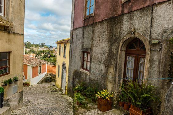 Sintra... by Maria Amaral on 500px (Explorar as ruelas e os becos de Sintra, é descobrir em cada recanto uma beleza tão característica que nos apaixona e nos faz regressar...)