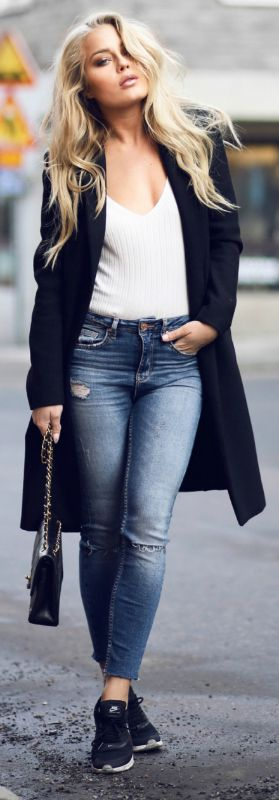 Simple white tee + jeans combination + Angelica Blick + comfy and casual + simplistic yet classic style Top/Jeans: Gina Tricot, Coat: Zara, Bag: Chanel.