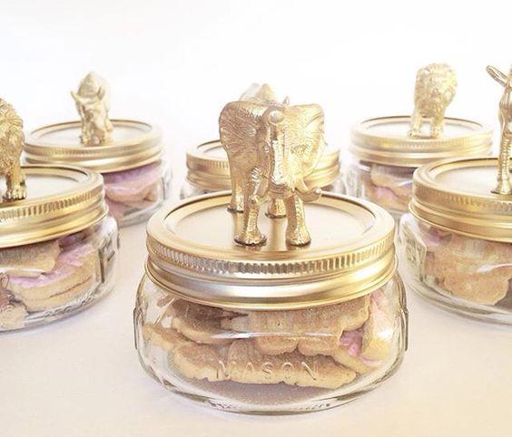 Animal cracker party favors in mason jars!