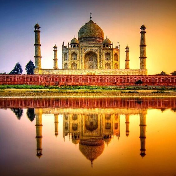 Découvrez le Taj Mahal lors d'une escale en Inde. Beaucoup de compagnies proposent des excursions vers ce site emblématique.  #Seagnature#Croisière#Croisiere#Mer#Océan#Ocean#Inde#TajMahal#Navire#Paquebot#Navires#Paquebots#Croisières#Croisieres#Cruise#Cruises#Voyage#Voyages#Luxury#LuxuryCruise#LuxuryCruises#LuxuryTravel#Travel#AllInclusive#Sea#Luxe#Mumbai