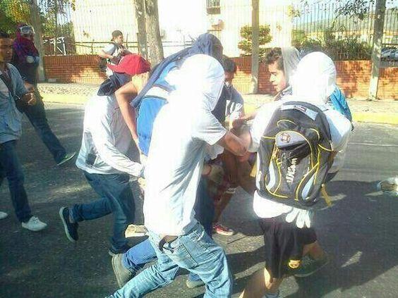 """""""5M joven herido de bala en el pecho Universidad Fermin Toro UFT de Barquisimeto. Violentados por los grupos armados"""