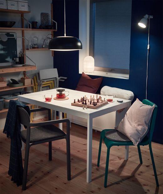Vielseitiger Esstisch Kissen Plaids Und Stuhlpolster Haben Wir In Der Bank Verstaut Damit Sie Zum Spiel Ikea Esszimmer Stuhlpolster Mobel Fur Kleine Raume