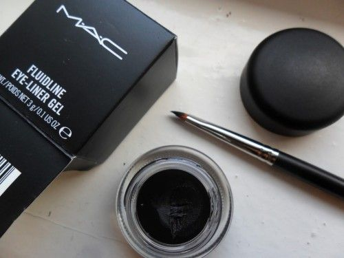 Mac makeup eyeliner gel is perfect if you're looking to create that perfect wing!