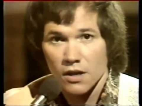 ▶ DAVID GATES AND BREAD EVERYTHING I OWN 1972 (one of my favorite romantic songs of all time)