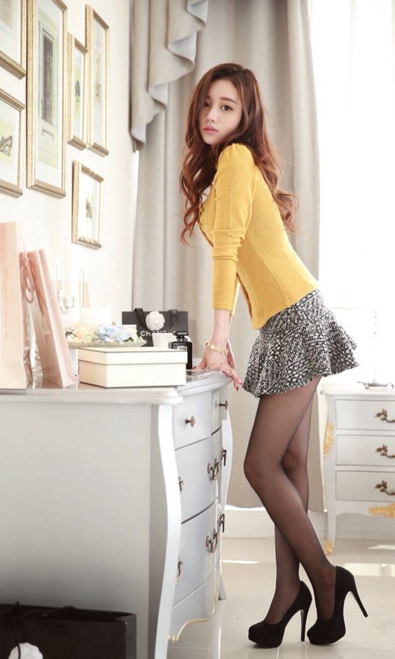 Sun Yun beads --- yellow and white two-color knit jacket.