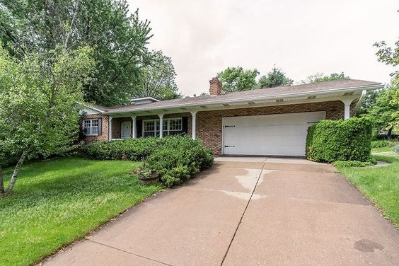 2 Brown Ct, Bettendorf, IA 52722