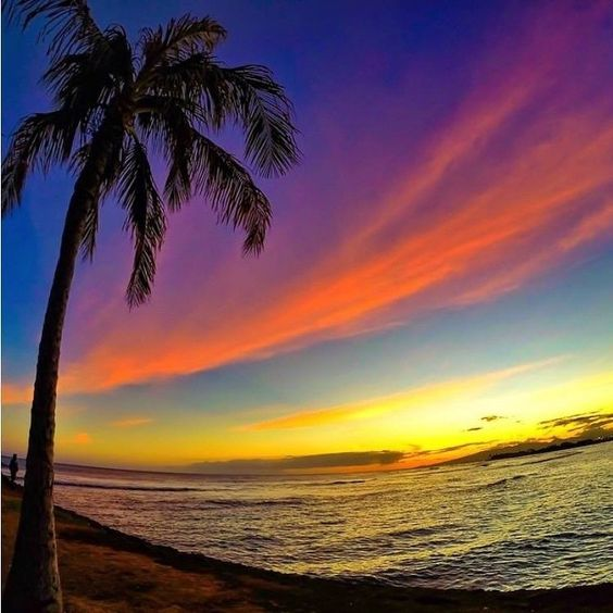 ハワイのカラフルな空