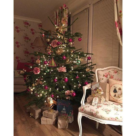 Buon pomeriggio…    Vi lascio le immagini della casa di Louise, in Irlanda, decorata per le feste natalizie…                 ...: