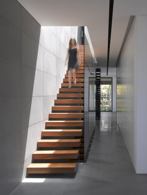 Decorating ideas beautiful modern wood staircase with for Gorgeous modern staircase wall design