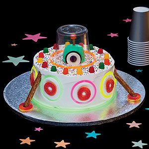5 Easy-To-Make Birthday Cakes: The Extra-Special, Extraterrestrial Cake (via Parents.com)