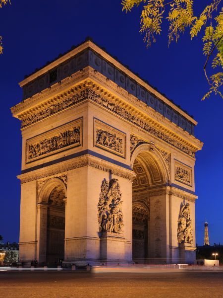 Já foi pra Paris? A cidade da Luz oferece atrações incríveis! Vem conhecer!