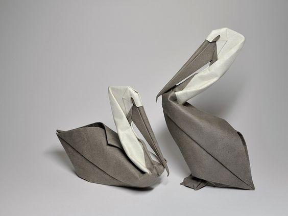 """Hoang Tien Quyet plie du papier depuis qu'il est enfant. Étonné de voir comment une feuille de papier plane peut se transformer en un objet tridimensionnel, il a gardé cette pratique en grandissant.  Il utilise une technique moins connue appelée """"pliage humide"""" pour créer d'incroyables animaux. La technique du pliage humide a été lancée par l'ancien maître de l'origami Akira Yoshizawa. Comme son nom l'indique, l'eau est utilisée pour adoucir le papier pendant le processus de pliage."""