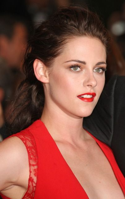 Kristen Stewart at the Cannes premiere of Cosmopolis - makeup and dress are amazing!