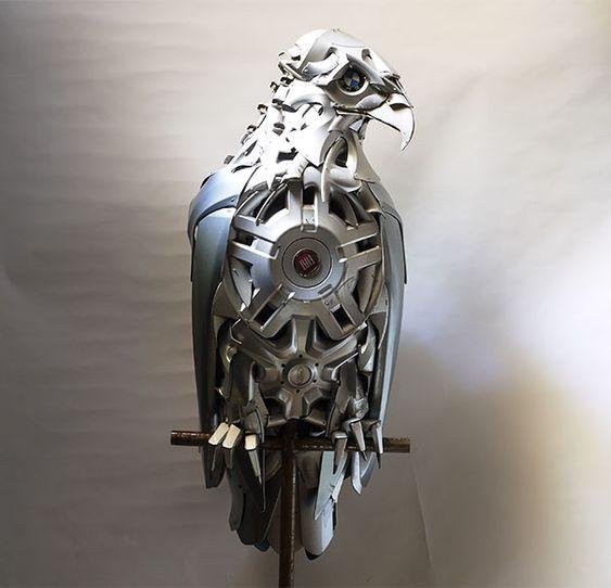 Recyclage denjoliveurs en sculptures danimaux par Ptolemy Elrington   ptolemy elrington recyclage de vieux enjoliveurs en sculptures d animaux 13