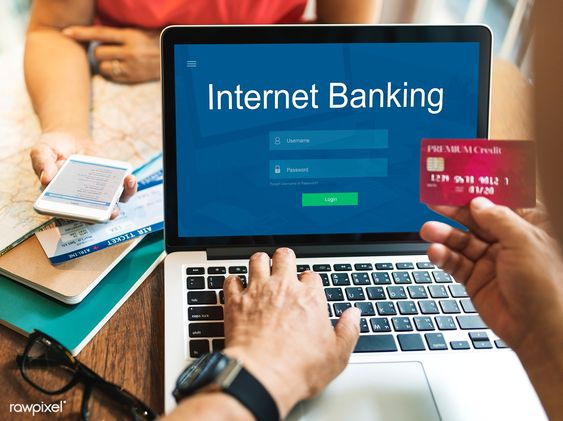 Uses Of Computers in The Field Of Internet Banking