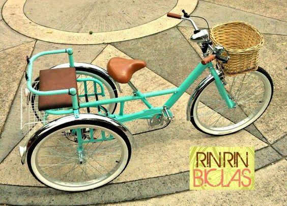 Bicicleta triciclo con asiento trasero