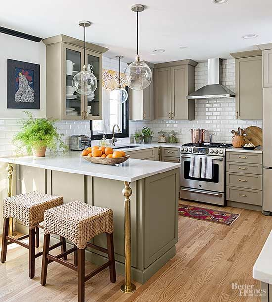 Make cooking, dining, and entertaining easy with a kitchen that is full of style and amenities and fits your family's needs. Get inspired by these amazing before and after kitchen makeovers, and start planning a kitchen redo of your own.