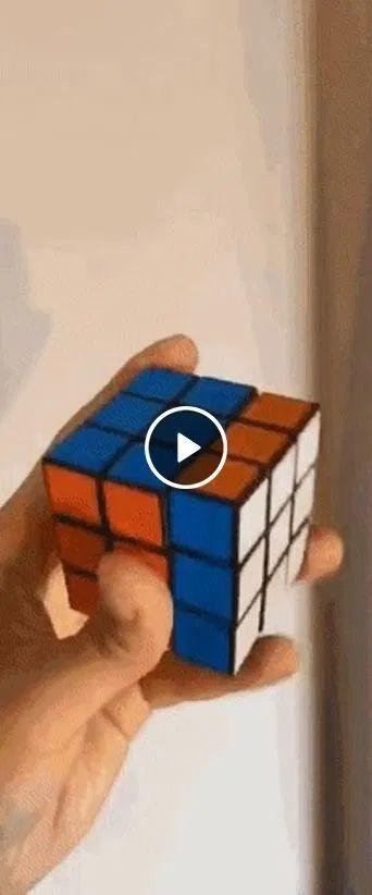 Imagem do Bruce Lee em cubos mágicos.