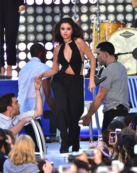 Pin for Later: Die Victoria's Secret Modenschau wird in diesem Jahr noch heißer Die Performer sind genauso sexy wie die Models Selena Gomez