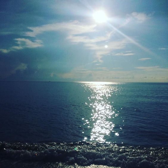 Happy First Day of Fall! It was a crisp 95 degrees with a heat index of 102. #southflorida #fall #seasons #instagram #instagood #instafun #heat #beach #ocean #blogger