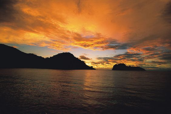 Sunset at Cocos Island© copyright by Undersea Hunter Group