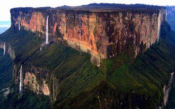 Os tepuis do Monte Roraima  Localizada na América do Sul na tríplice entre Brasil, Venezuela e Guiana.