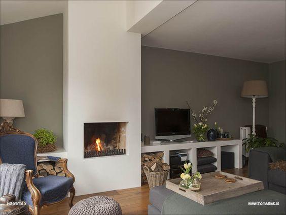 Soort openhaard hout gestookte openhaard met plateau ernaast met nissen eronder de binnenkant - Deco lounge hout ...