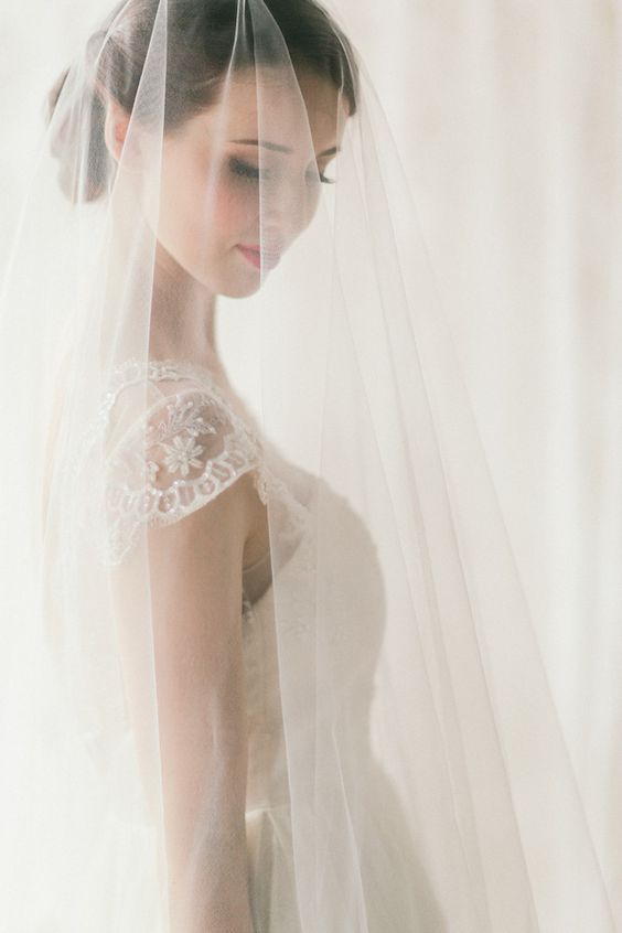 Three Sunbeams wedding veil | Jenny Sun Photography | see more on: http://burnettsboards.com/2014/10/rustic-elegance/