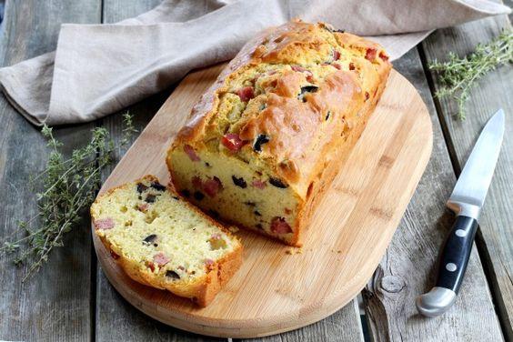 Receita passo a passo: aprenda a preparar um cake com presunto e azeitonas
