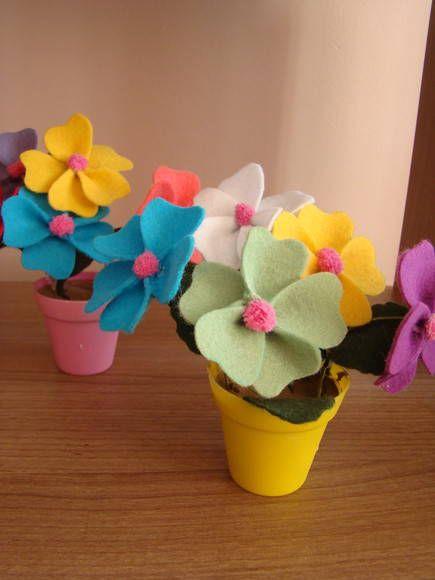 Lindos vasos de flores de feltro para decorar a sua casa ou a mesa de festa!    Tamanho aproximado: 19cm R$ 4,50 - ATELIÊ LINDAS CRIAÇÕES
