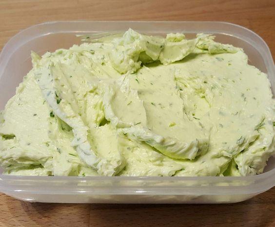 Rezept Knoblauchbutter / Grillbutter von nietsi - Rezept der Kategorie Saucen/Dips/Brotaufstriche