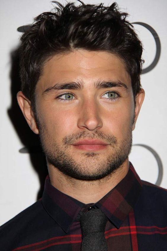 Matt Dallas.. Who remembers Kyle XY? Loved that show. Love this little cutie. Those eyes!