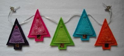 2015/04/14 Crafter without a Cat: Merry and Bright Felt Tree Garland