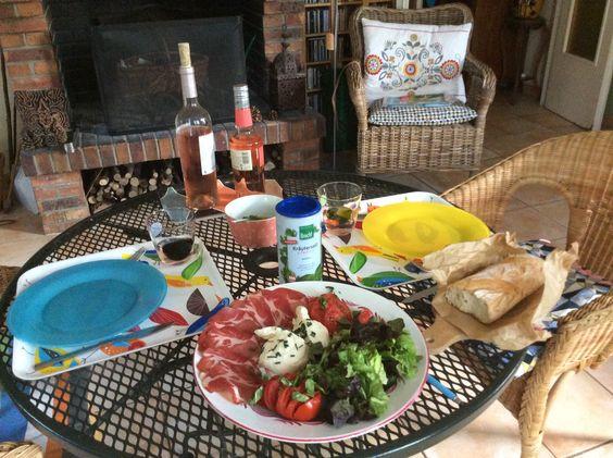 Burrata pugliese + coppa + lattuga + pomodoro + erba cipolla + olio di ulive + aceto balsamico( Photo Catherine Carde .)