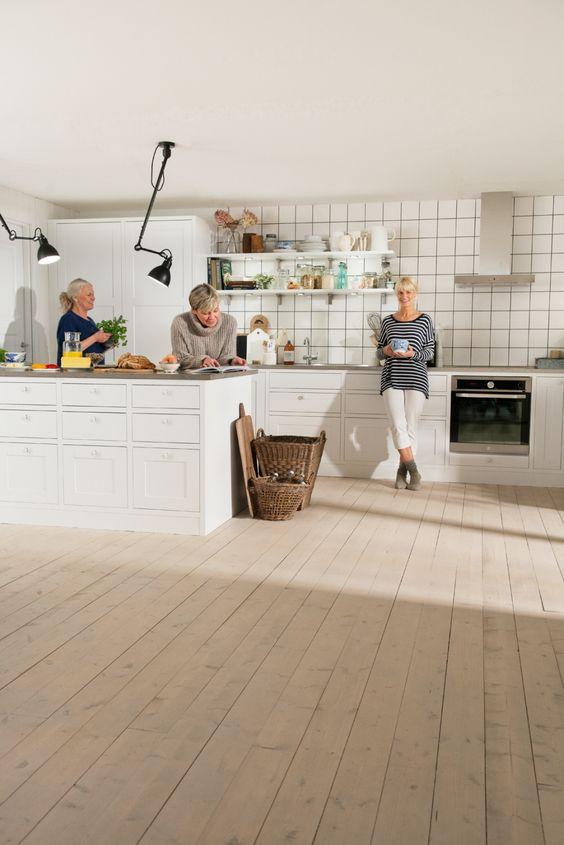 Kök kök klassisk : Frukost i PLUS-köket Marbodal Form kritvit Köket Form kritvit ur ...