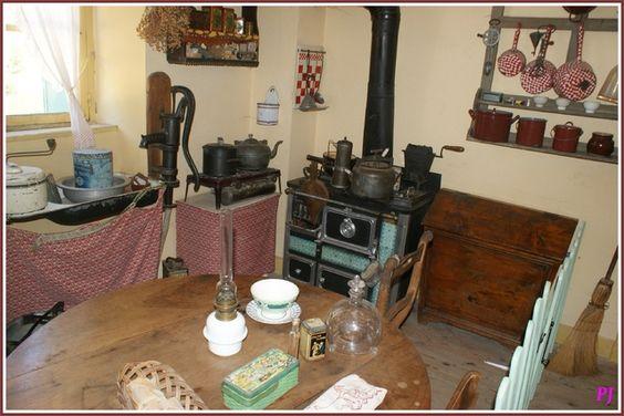cuisine ancienne po le table vaisselier decoration vivre a l 39 ancienne pinterest. Black Bedroom Furniture Sets. Home Design Ideas