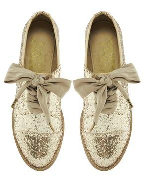 Chaussures pailletées à lacets = il faut assumer mais qu'elles sont jolies ! via asos