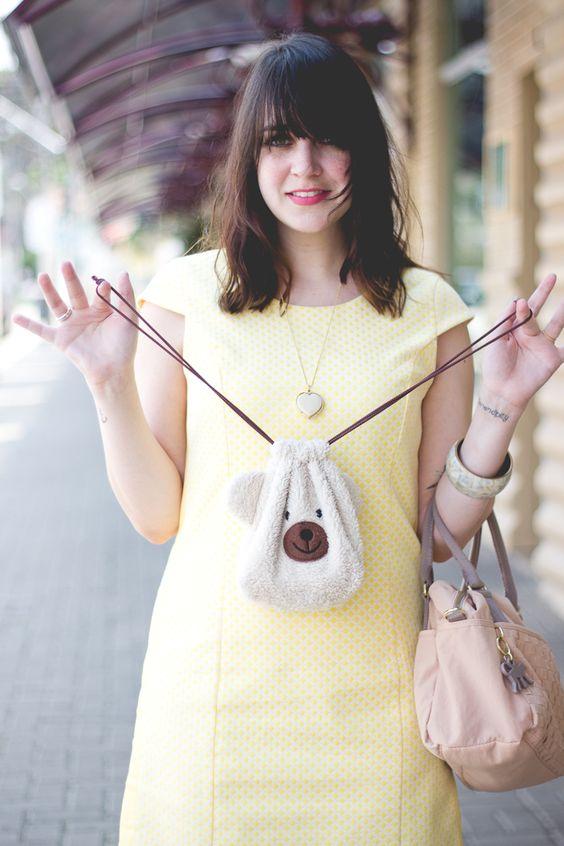 Vestido amarelo e bolsinha de urso Melina Souza - Serendipity <3 http://melinasouza.com/2015/09/25/welcome-spring/  #Look #Spring #Flowers #MelinaSouza