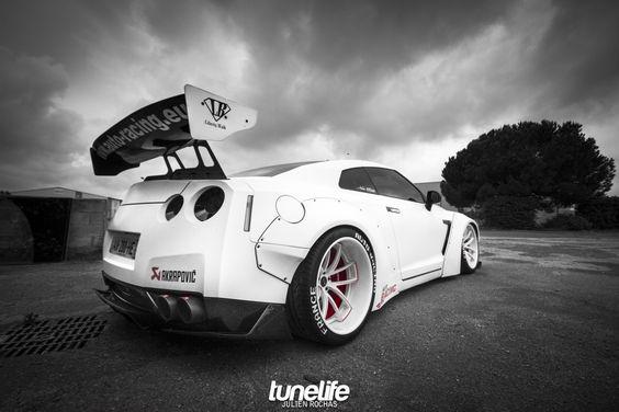 Nissan Skyline GTR R35 by Dijon Auto Racing