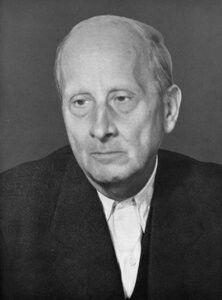 Hugo Häring (Biberach am der Riß, 11 de maio de 1882 – Göppingen, 17 de maio de 1958) foi um arquiteto alemão, adscrito ao expressionismo. Teórico da arquitetura alemã, é conhecido pelos seus escritos sobre a arquitetura orgânica e pela sua participação no debate arquitetônico sobre o funcionalismo na década de 1920 e na de 1930. Discípulo de Theodor Fischer, Häring acreditava que cada edifício somente devia ser desenvolvido em função de um cliente e local específicos.