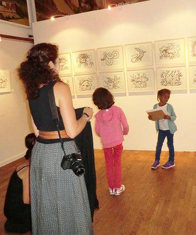 Exposition de Marie Détrée, visite du centre de loisirs, été 2014.