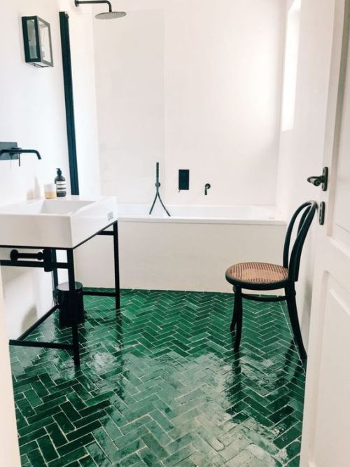 Neutral Bathroom With Dramatic Black Touches And An Emerald Tile Floor With A Herringbone Pattern Green Interior Design Bathroom Floor Tiles