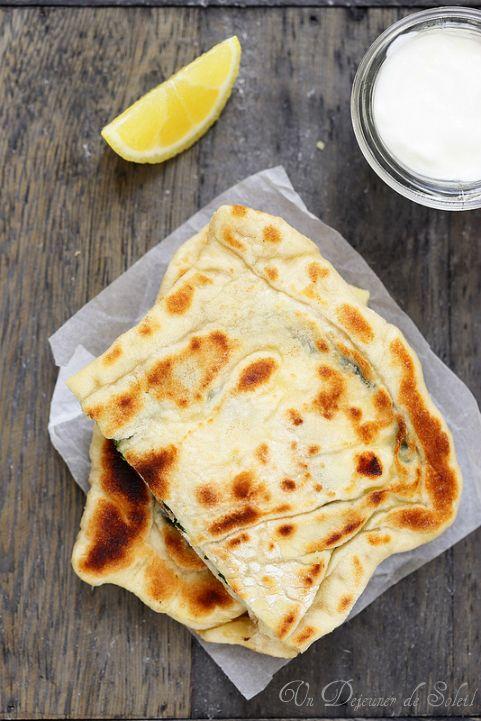 Gözleme, pain plat turc farci aux épinards et féta