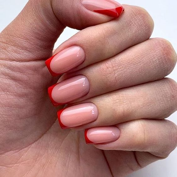 French manicure creates a long-lasting visual effect on the fingers, and now French manicures are derived from a variety of color variations, and there are a variety of nail inspirations that are instantly elegant and make your hands look more slender. #frenchnail, #nailartdesigns