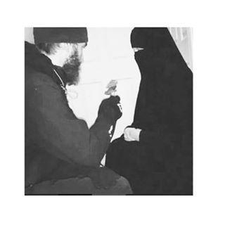 Und Allah pflantze die Liebe, die sie für einander empfinden, schon bevor beide geboren wurden, in ihre Herzen.  #as#salamu#alaykum#wa#rahmatullahi#wa#barakatuhu#i#love#niqab#mekka#Islam#Halal#Niqhab#Khimar#Abaya#Muslim#Muslimah#hijab#uhti#dawah#ahlu#Sunnah#akhi#koran#allah