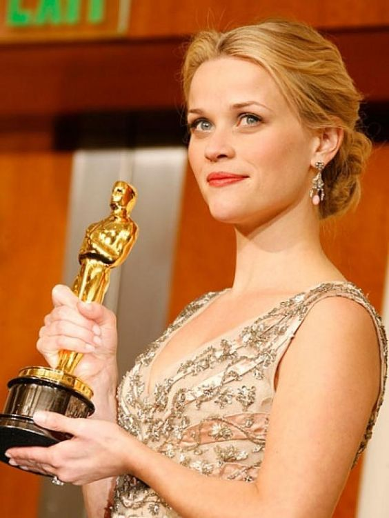 Reese Witherspoon won Oscar Award for Best Actress in 2006