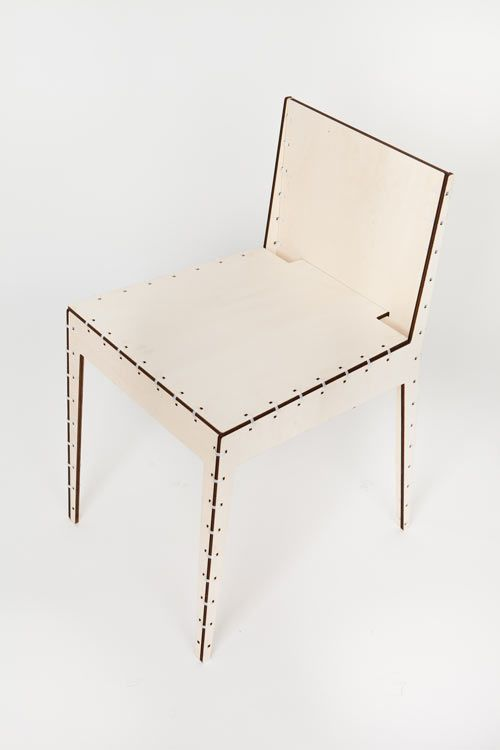 TMU stands for Tie Me Up, a plywood chair designed by Luca Macrì (LAM) that you put together yourself.