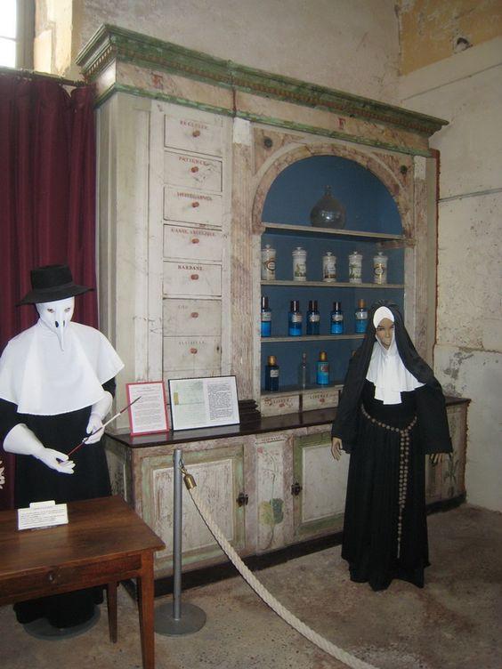 Médecins, soignants et pensionnaires à Hautefort.- 20) Salle du Père Eternel.