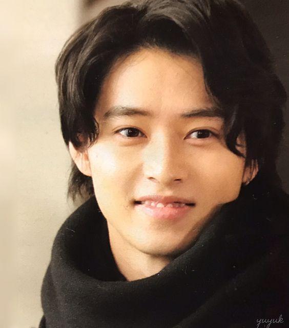 おでこを出した山崎賢人のかわいい画像